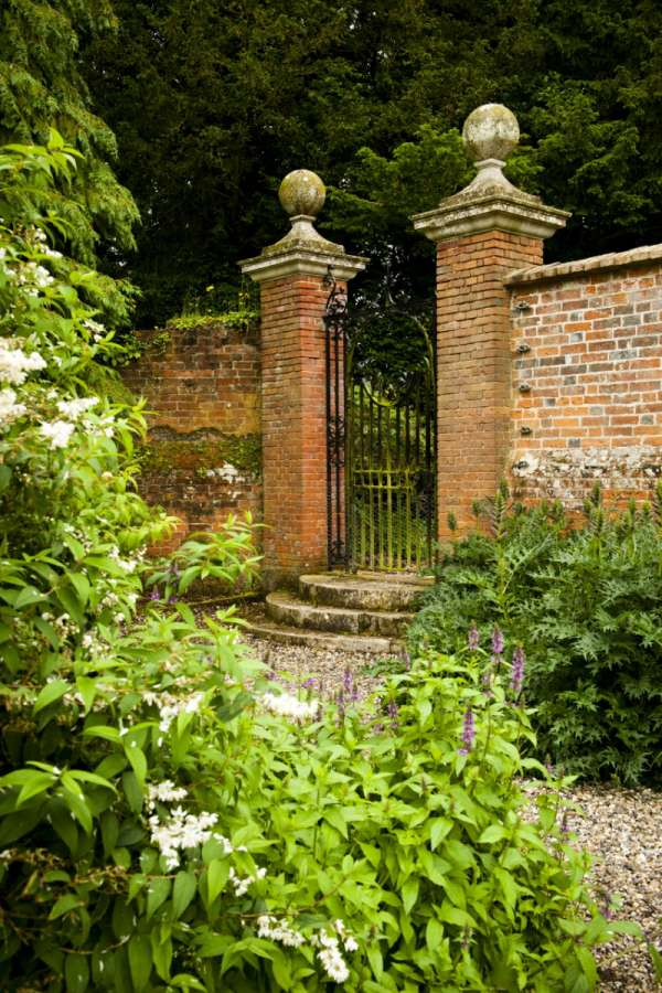 owl-ring-bearer-at-secret-Walled-Garden-aldermaston